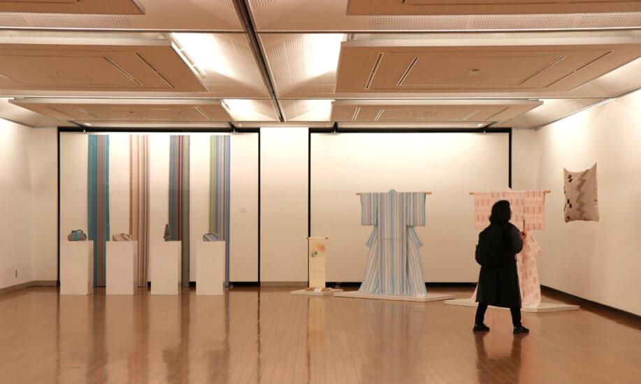 1年間の学びの成果を披露 染め織りの学校「川島テキスタイルスクール」が作品展を開催中